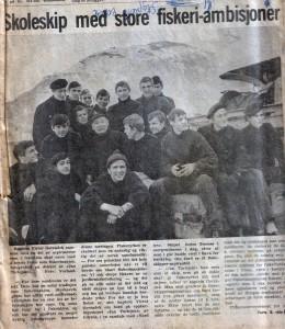 """Gazeta NORDLYS z 30.09.1971 ukazująca się w Tromso. Fotogtrafia przedstawia grupę moich kolegów płynących statkiem """"Jan Turlejski"""" z wyprawą naukowa na Spitzbergen. W środku  grupy nasz kapitan."""